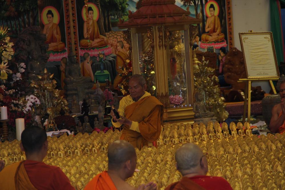 Perfuming Buddhas Visakha Puja 2016