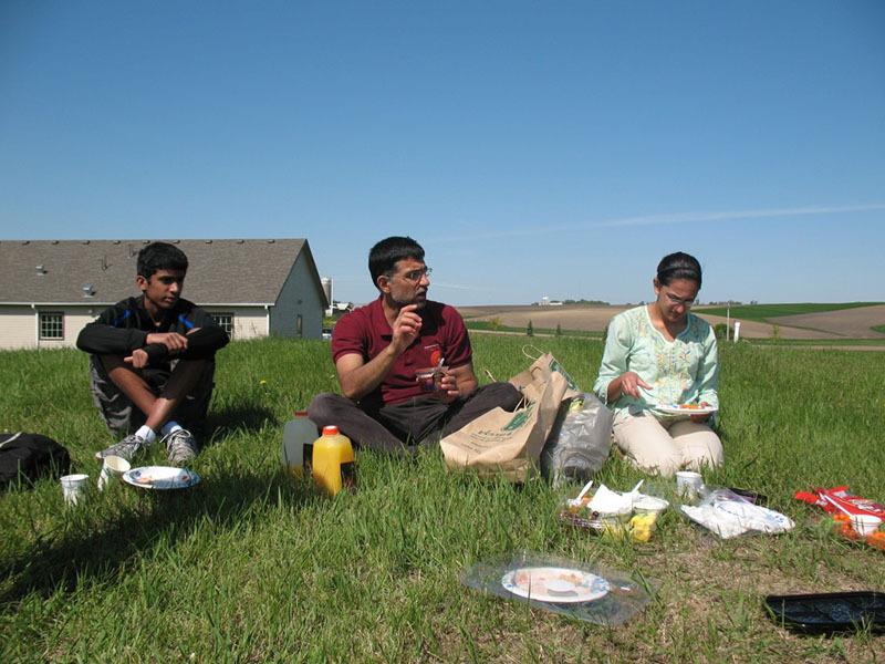 Jhanjee Gives Benediction