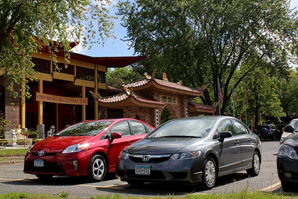 http://people.carleton.edu/~cborn/omeka/Phat-An_Temple/PA_Cars.jpg