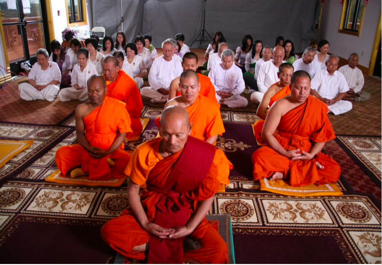 Watt Munisotaram Monks and Worshippers