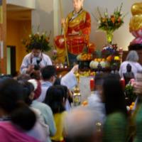 http://people.carleton.edu/~cborn/omeka/Phat-An_Temple/PA_BuddhaBirthday2.jpg