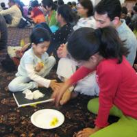 http://people.carleton.edu/~cborn/omeka/Chinmaya_Mission_Twin-Cities/CMTC_ParentsFeetWiping.jpg